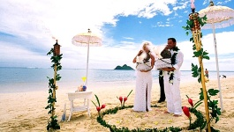 Hawaiian Wedding Dress and Theme