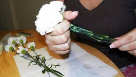 How to Make a Single Stem Flower Bouquet